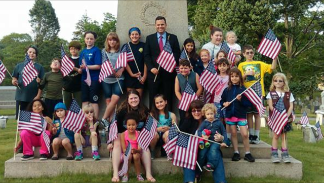 Mayor of Malden Gary Christenson with Girl Scouts